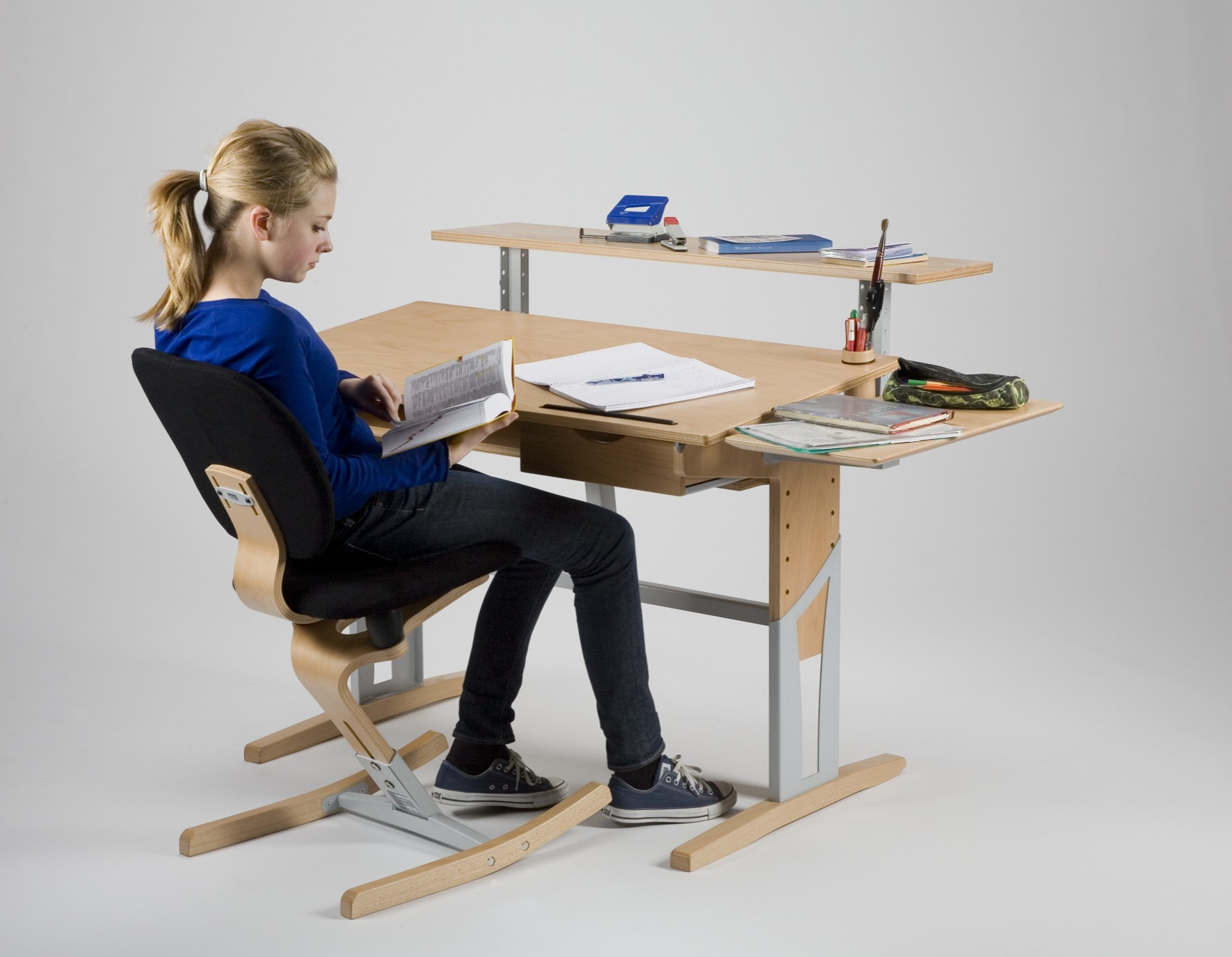 Bureau enfant volutif avec accessoirs moizi17 bien tre for Accessoires de bureau enfant