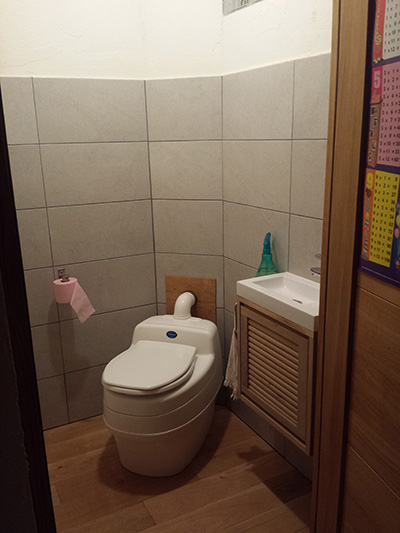 toilette-seche-sans-eau-villa9000-separett.jpg